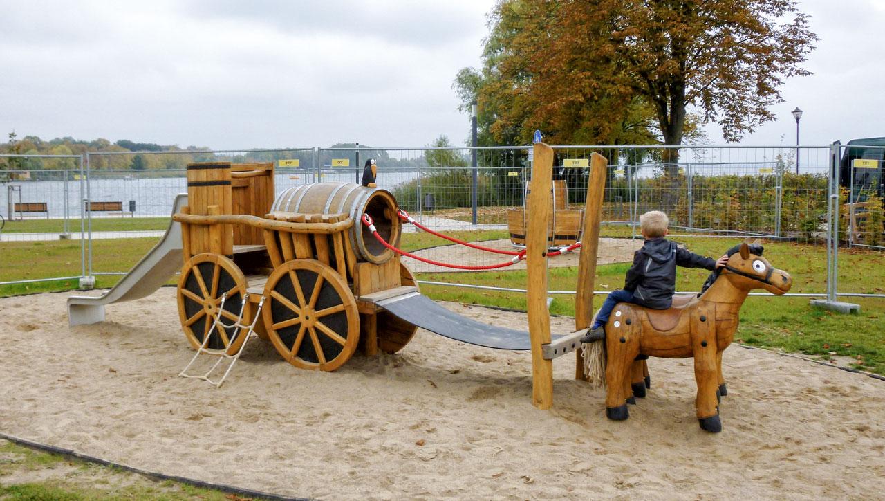 N 113 Spielplatz Kutsche mit Pferden | Limofuhre Prenzlau