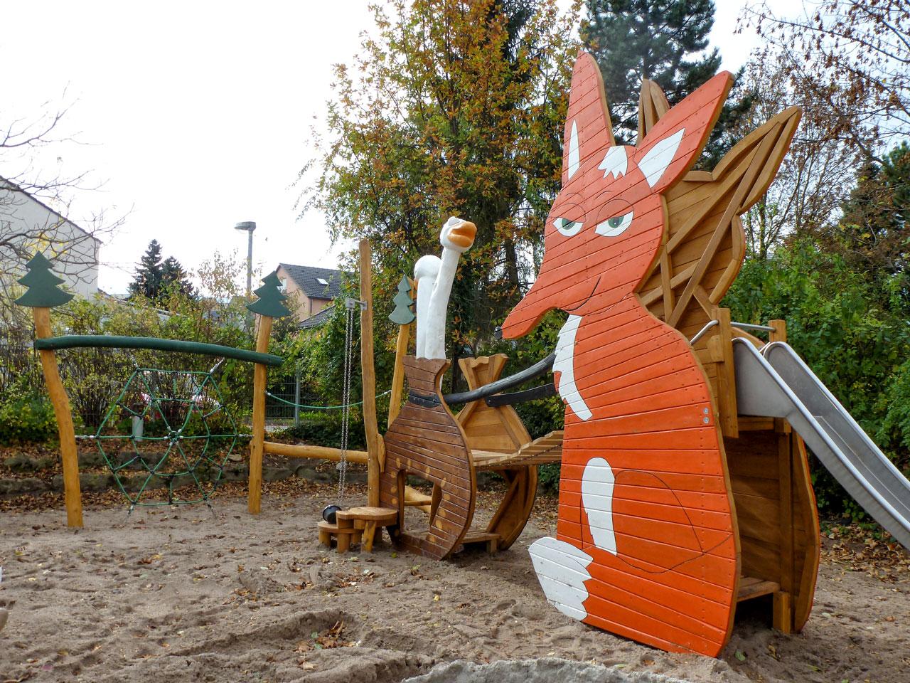 N 114 Themenspielplatz Hungriger Fuchs und Gänse
