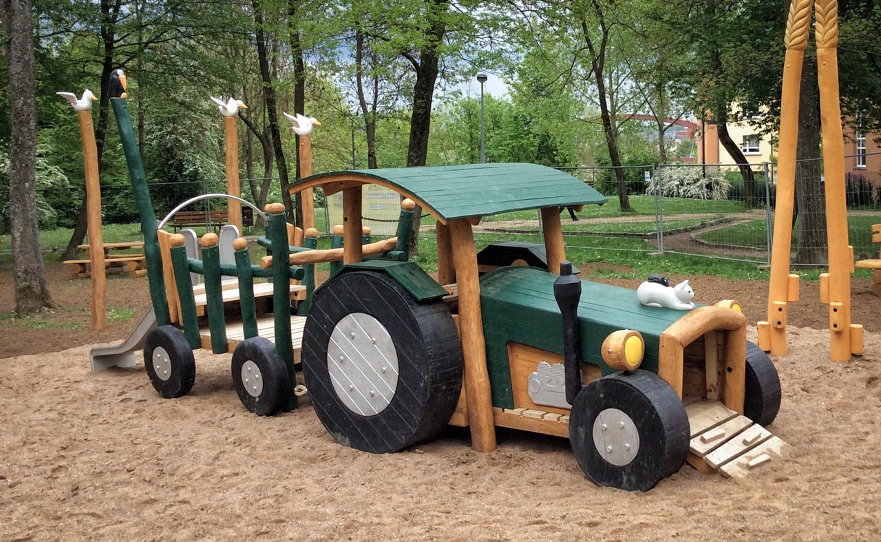 N 128 Spielgerät Traktor mit Hänger