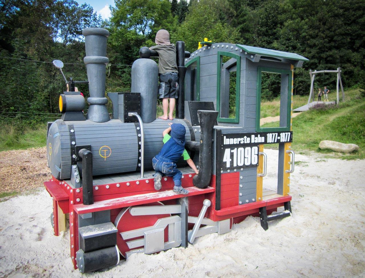 N 131 Spielplatz Eisenbahn - kleine Nostalgielok