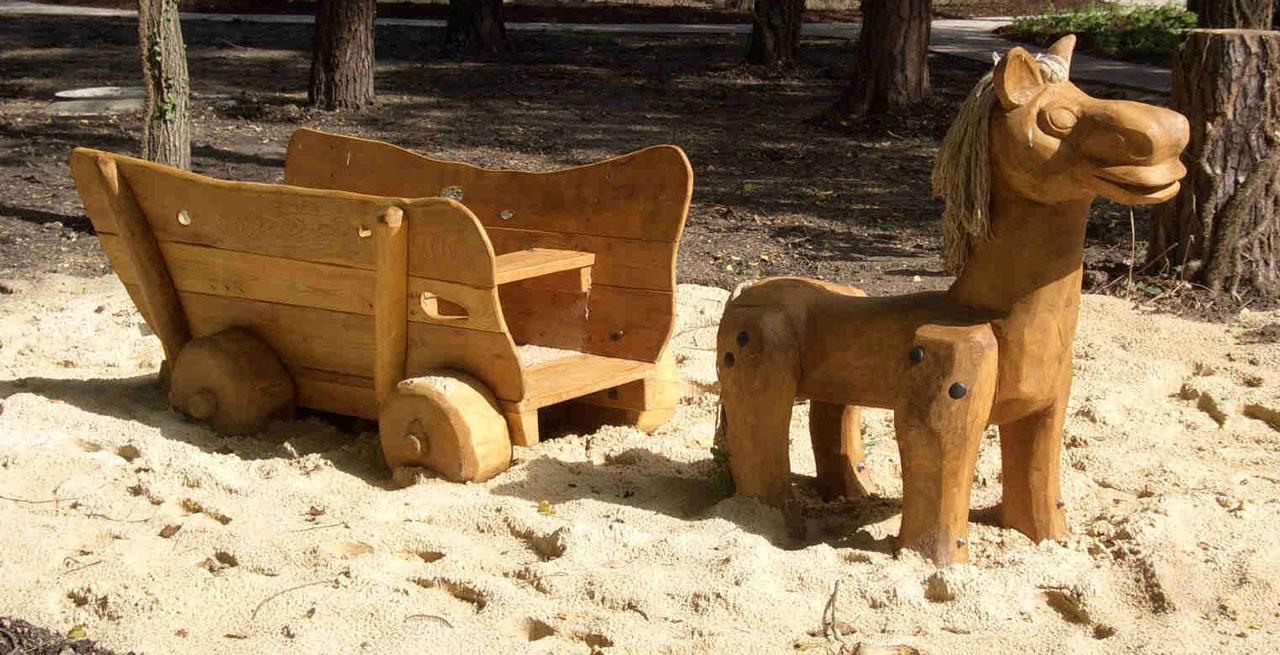 N 4-1 Skulptur Pferd mit Wagen