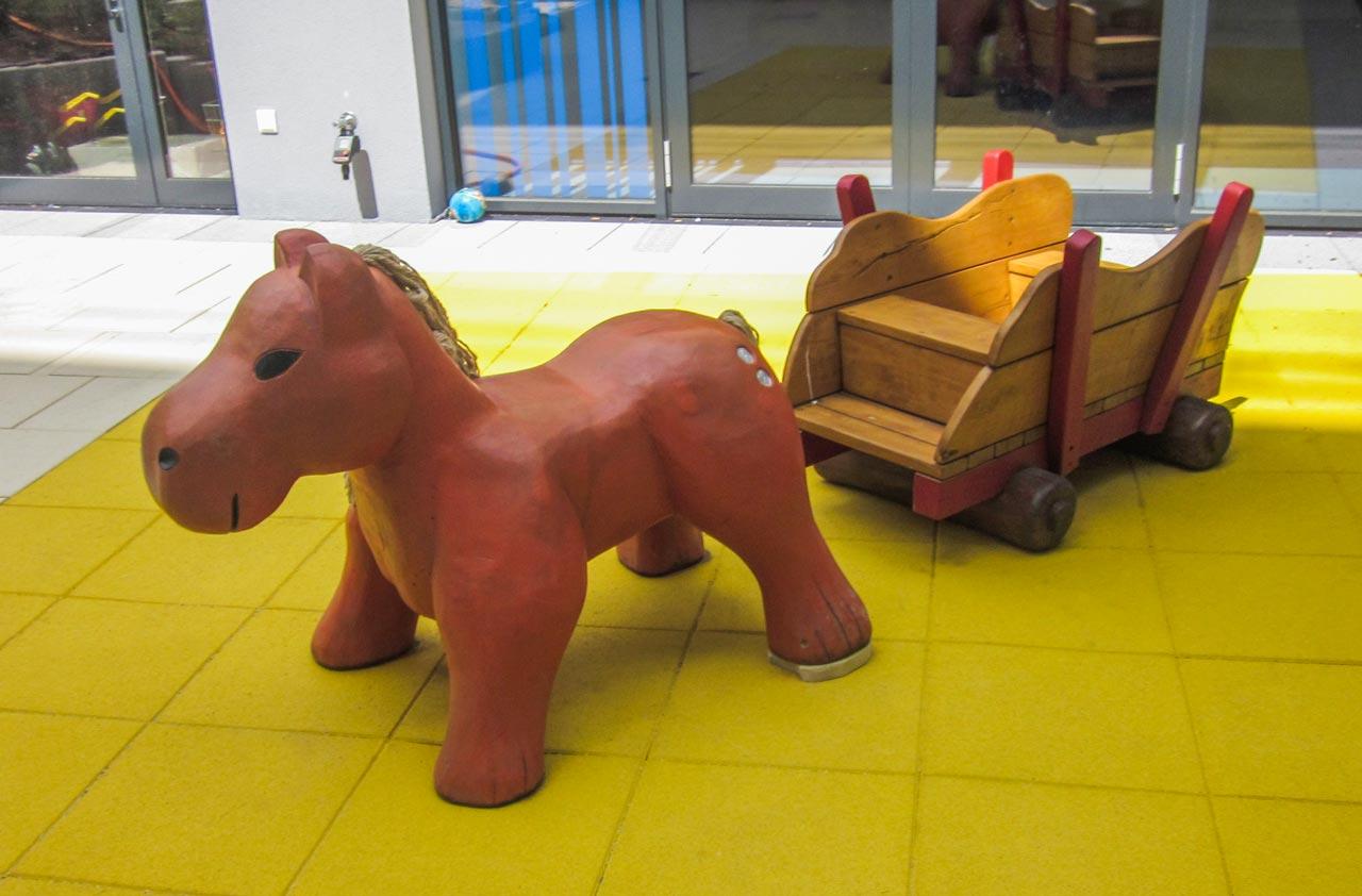 N 4-3 Skulptur Pferd mit Wagen