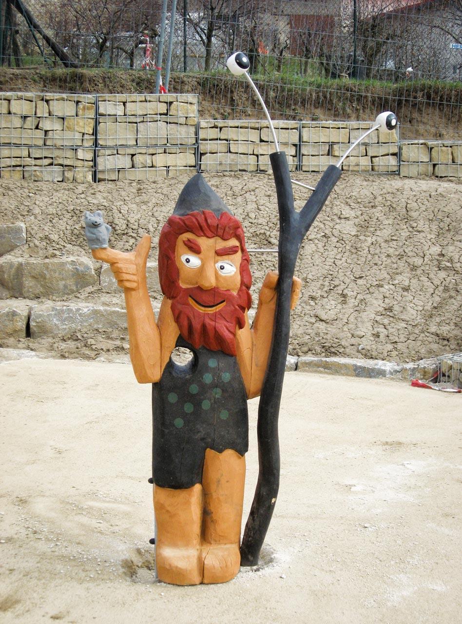 N 48 Skulptur Geisterkönig