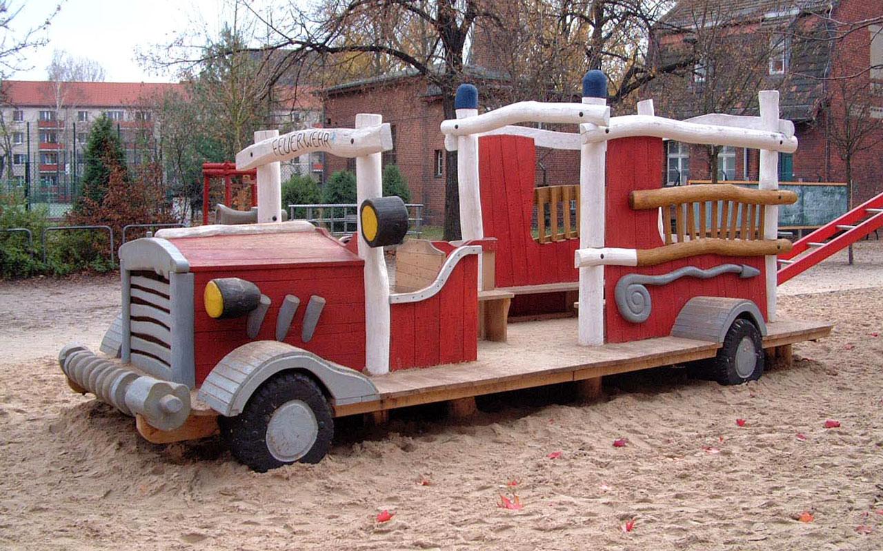 N 5 Spielfahrzeug Feuerwehr