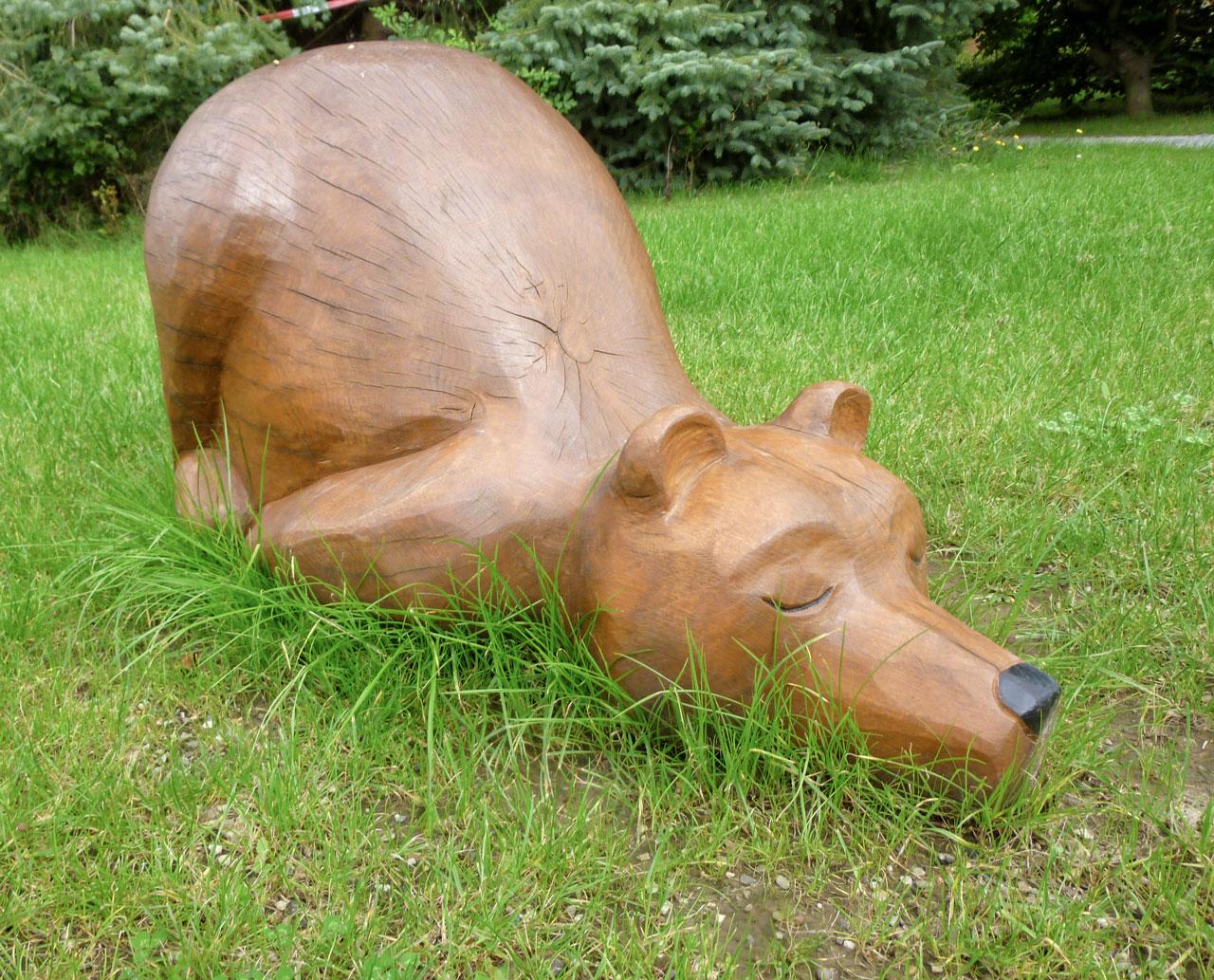 N 66 Skulptur Bär - müder Jürgen