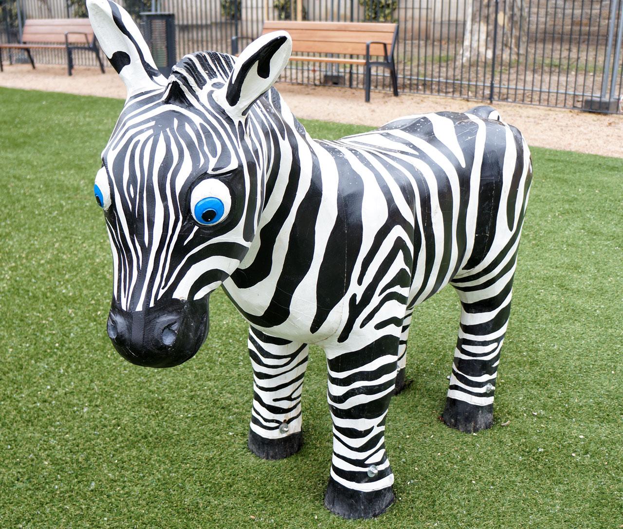 N 90 Skulptur Zebra