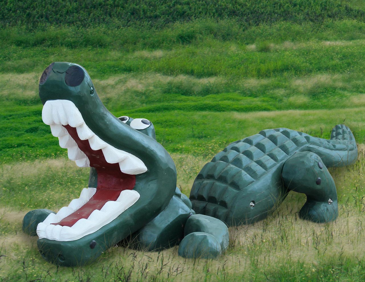 N 91 Skulptur gefräßiges Krokodil