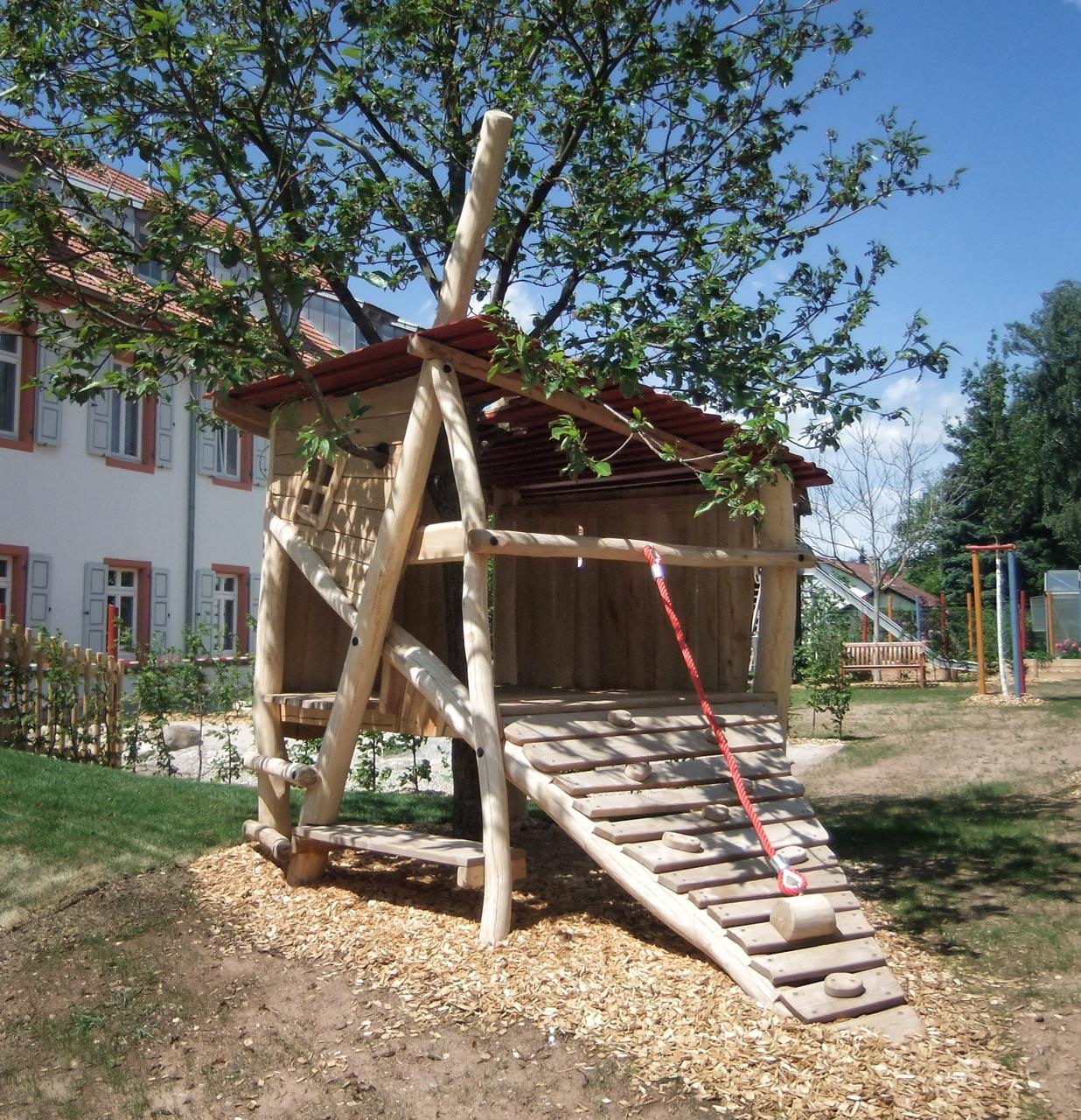 O 48 Kleines Baumhaus Tiefenbronn