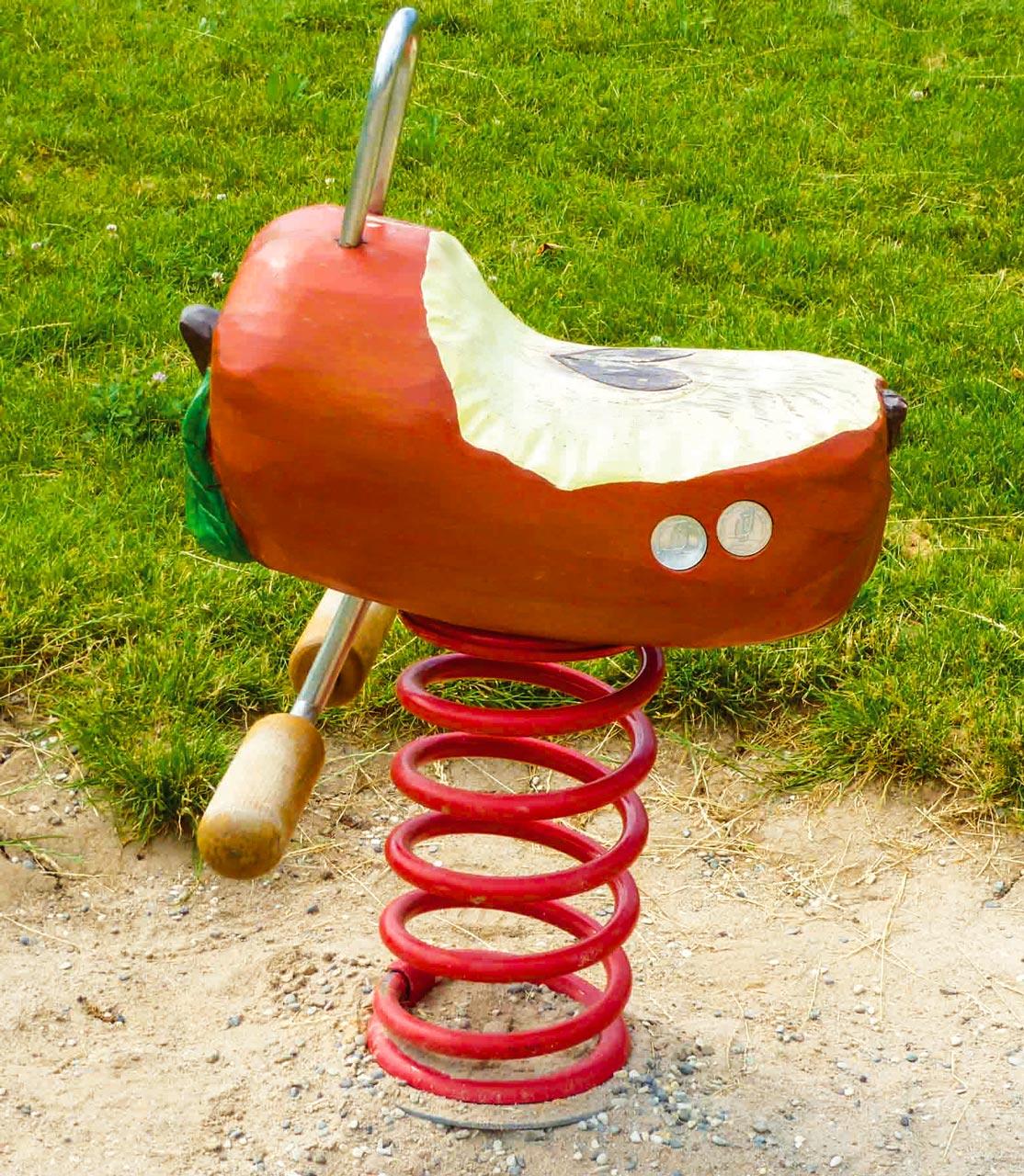 P 121 Federwipper Apfel | Wackelapfel