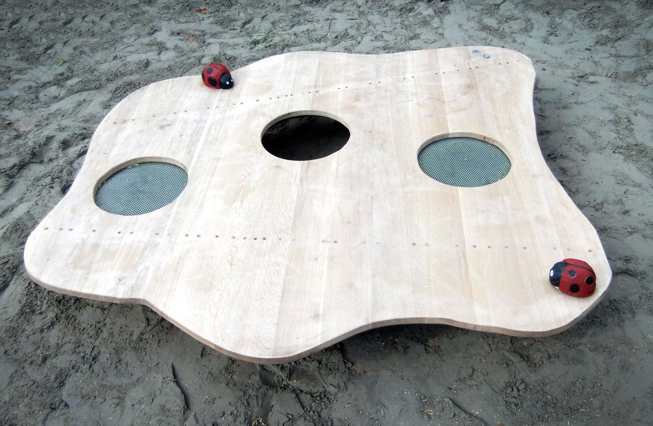 R 19 Sandspieltisch mit Marienkäfern