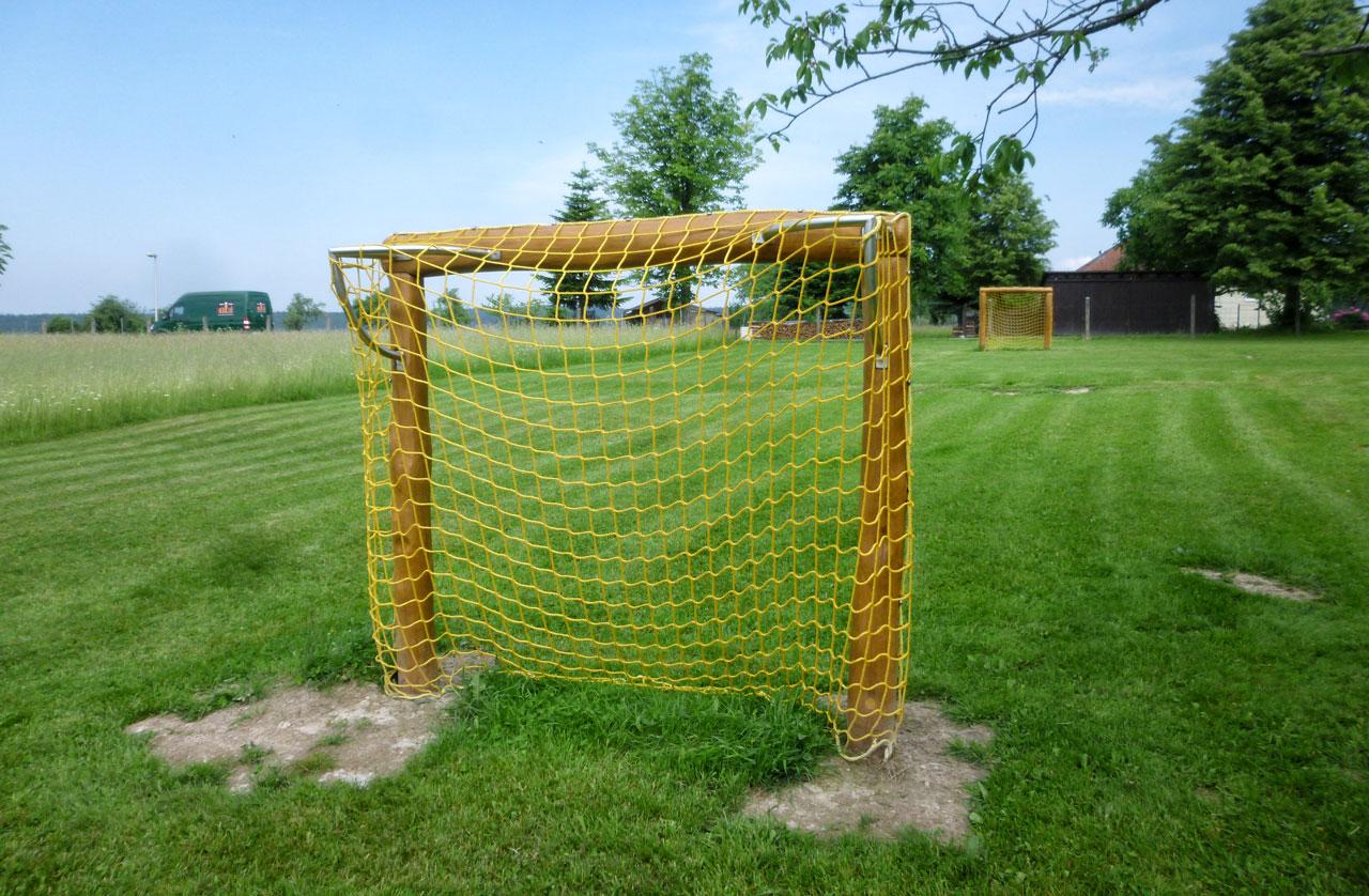 R 2-2 Fußballtor, Tor mit Netz