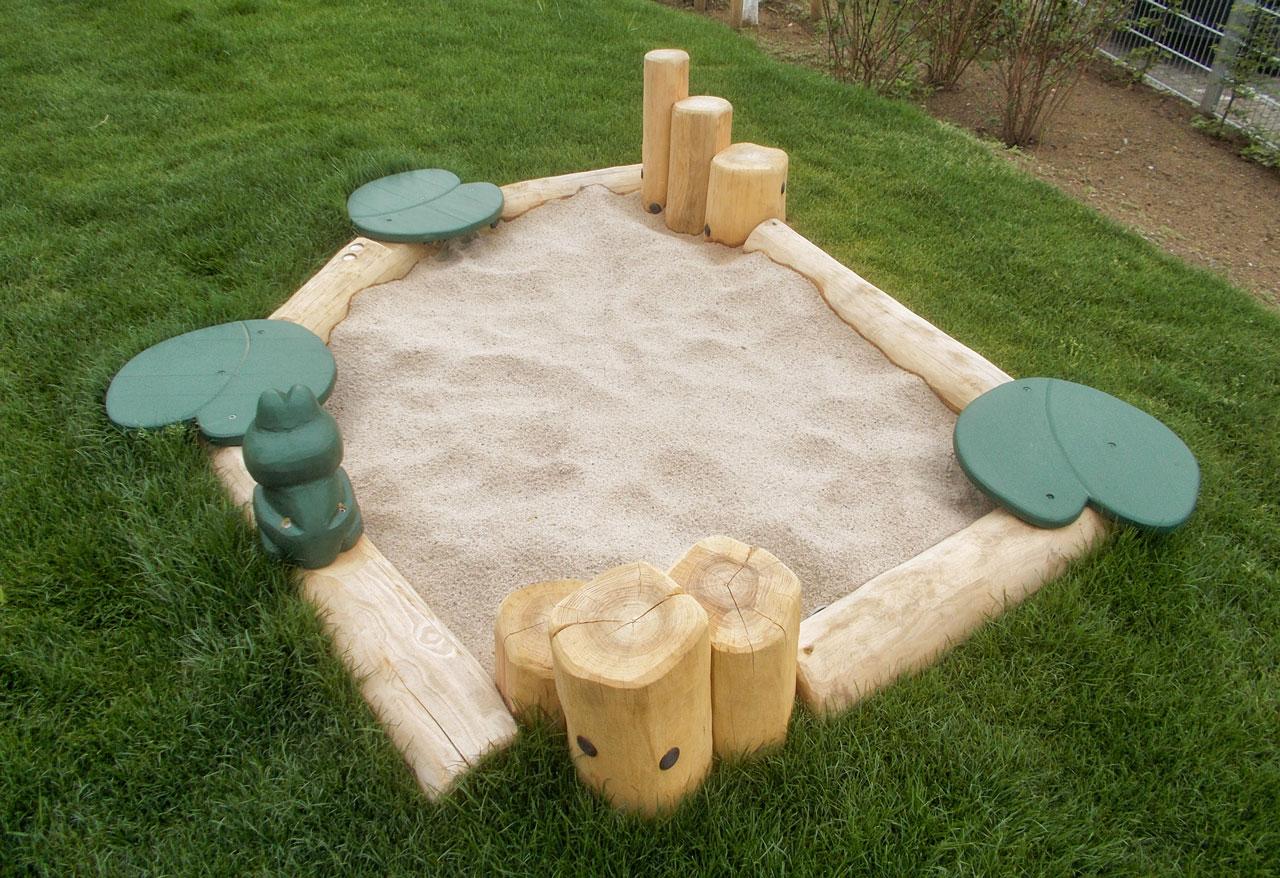 R 35 Sandkasten mit Frosch