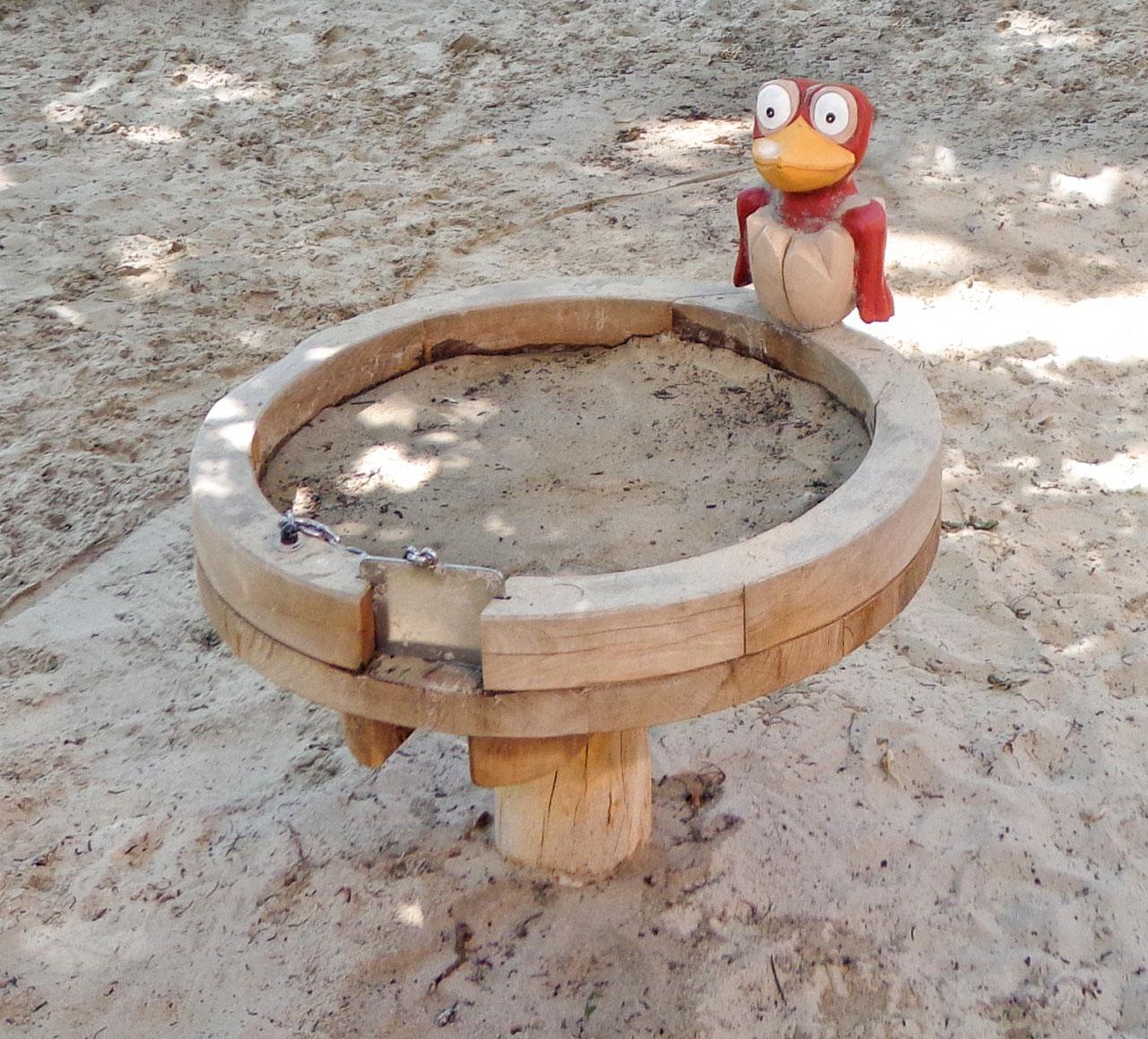 R 57 Sandspieltisch mit Vogelbaby