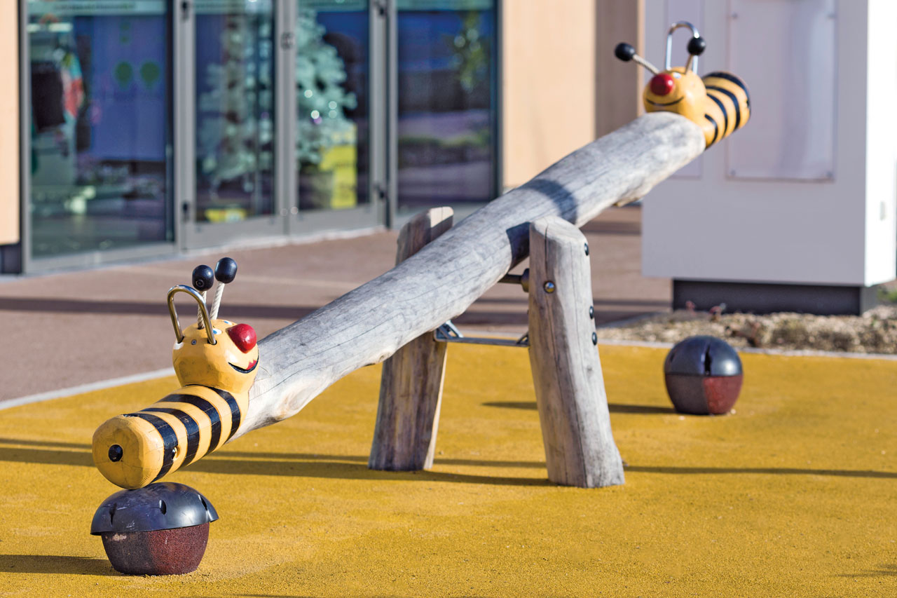 R 67 Bienenwippe