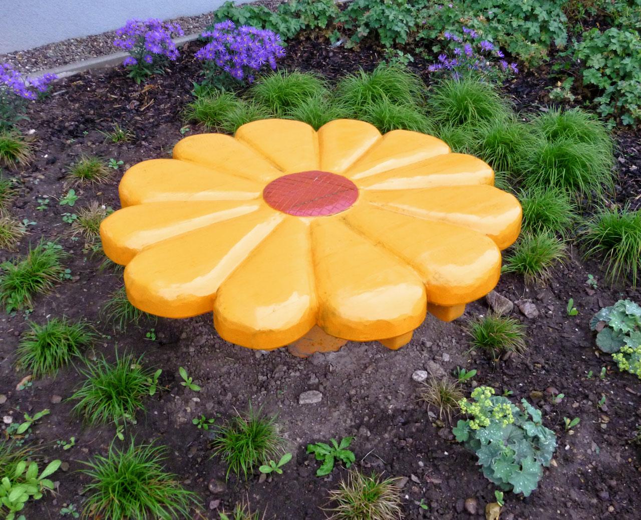 R 7b Backtisch Blume gelb