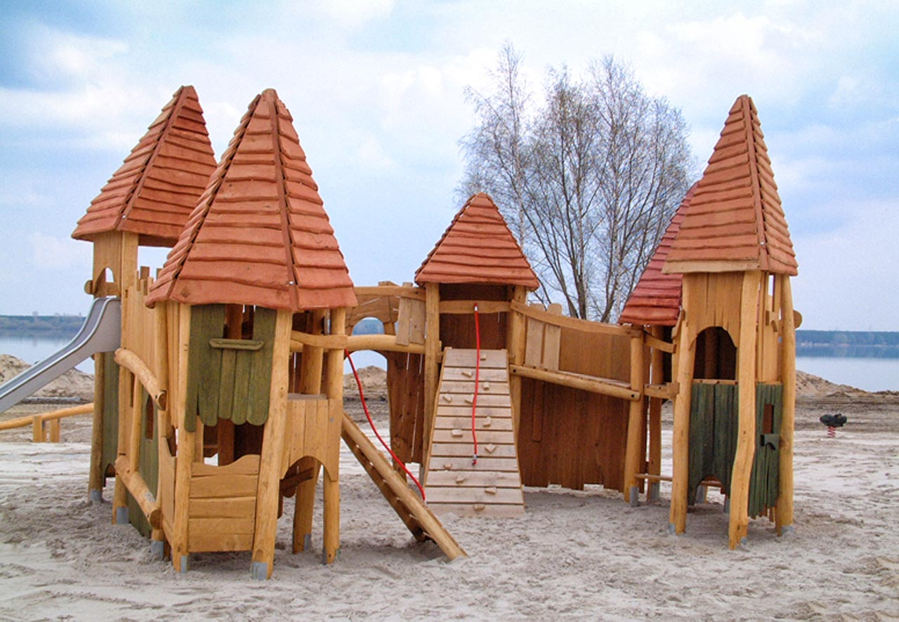 T 1 Spielplatz Burganlage