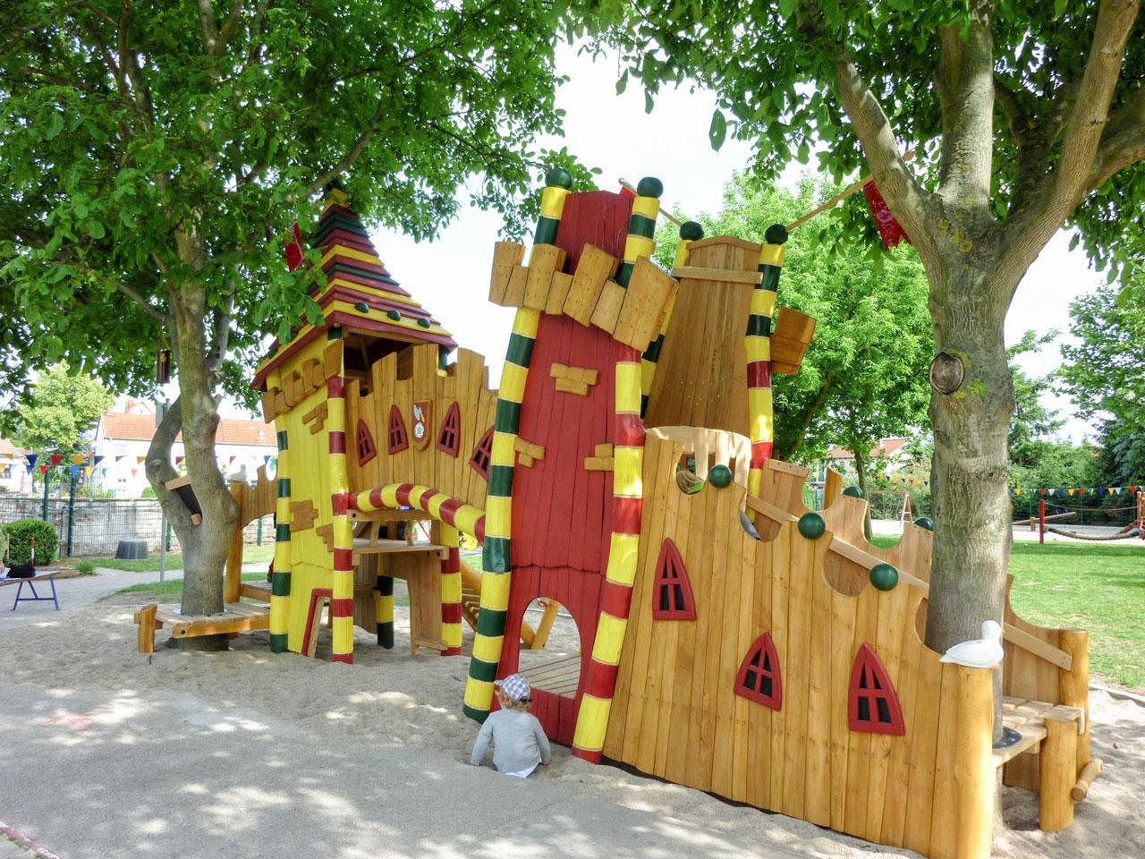 T 51 Spielplatz lustige Burg