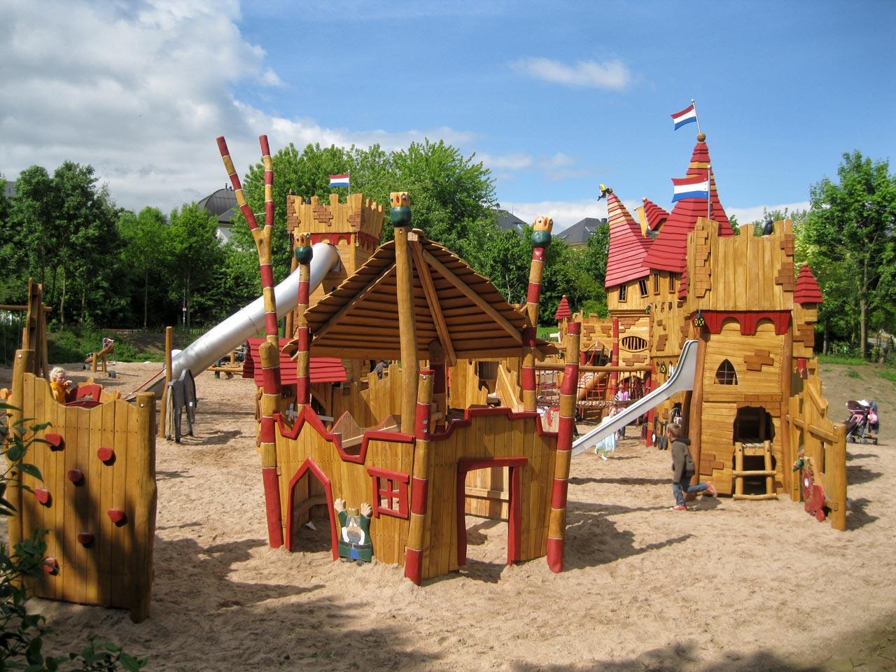 T 61 Spielplatz Burganlage Luxembourg