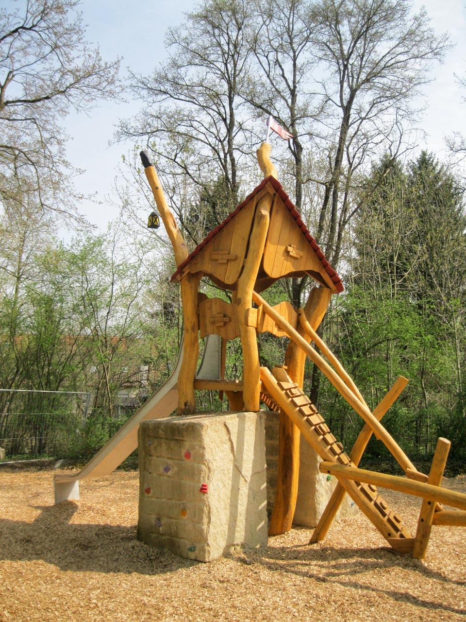 T 66 Spielgerät Burgturm