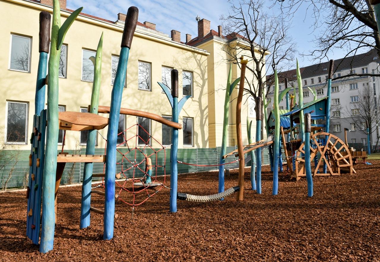 Themenspielplatz Wassermann, Wilhelmsdorfer Park, Wien, Österreich